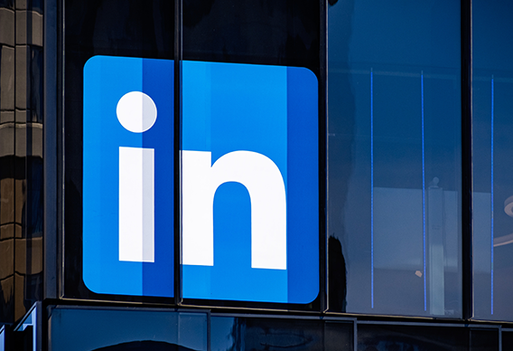 11 Agency Pros Share The Features Of An Effective LinkedIn Ad